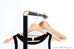 Deko-DIY: Garderobe aus Duschstange selber bauen