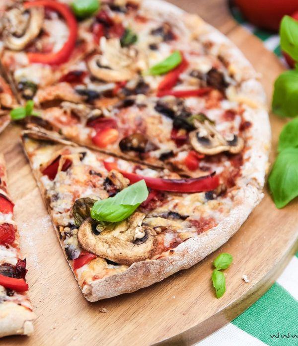 Veggie-Pizza wie von der Pizzeria  – mit Paprika & Champignons