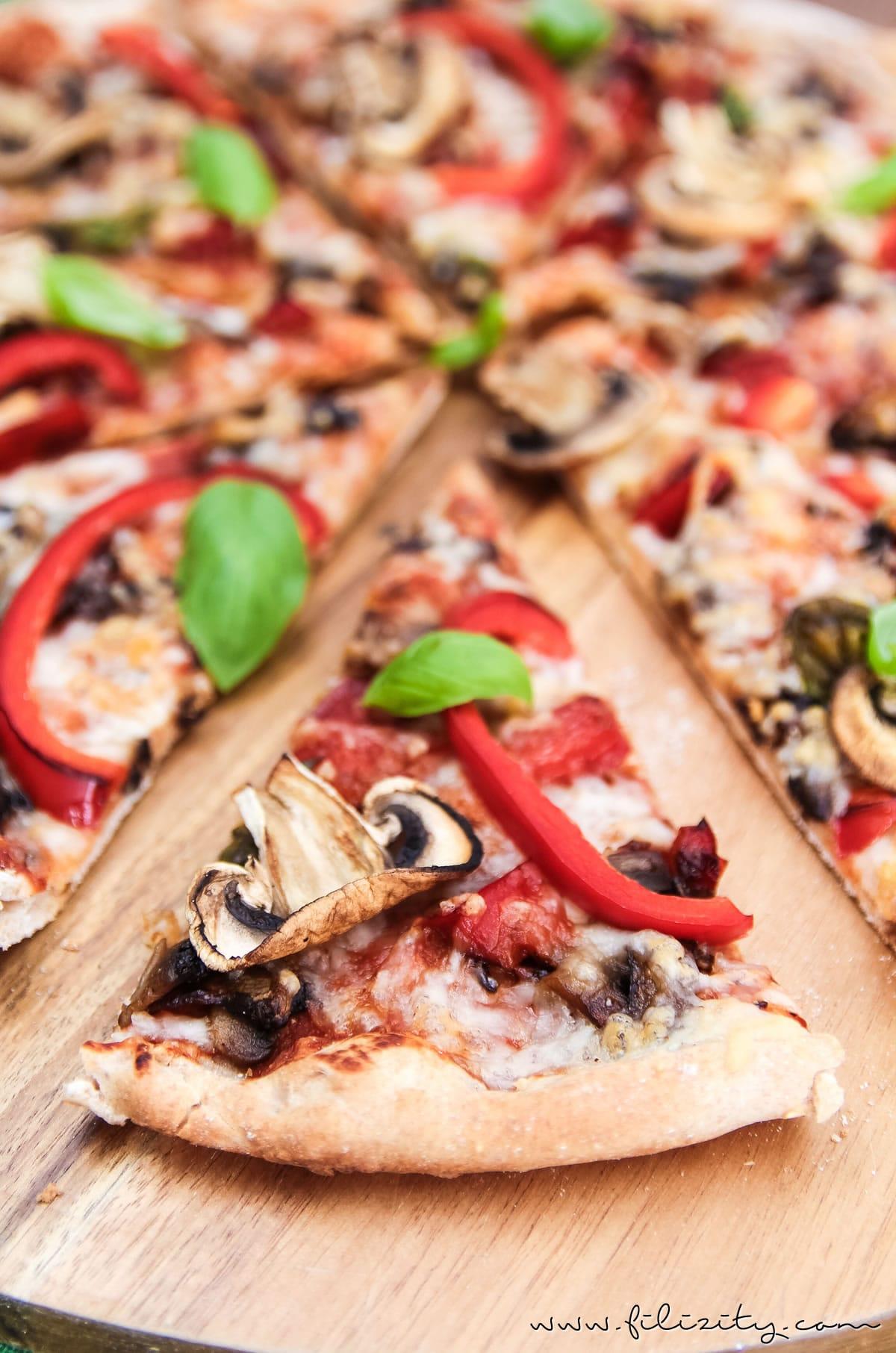 Rezept: Veggie-Pizza wie von der Pizzeria – mit Paprika & Champignons