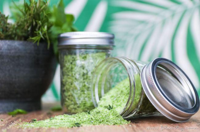 Kräutersalz herstellen – So machst du frische Kräuter haltbar