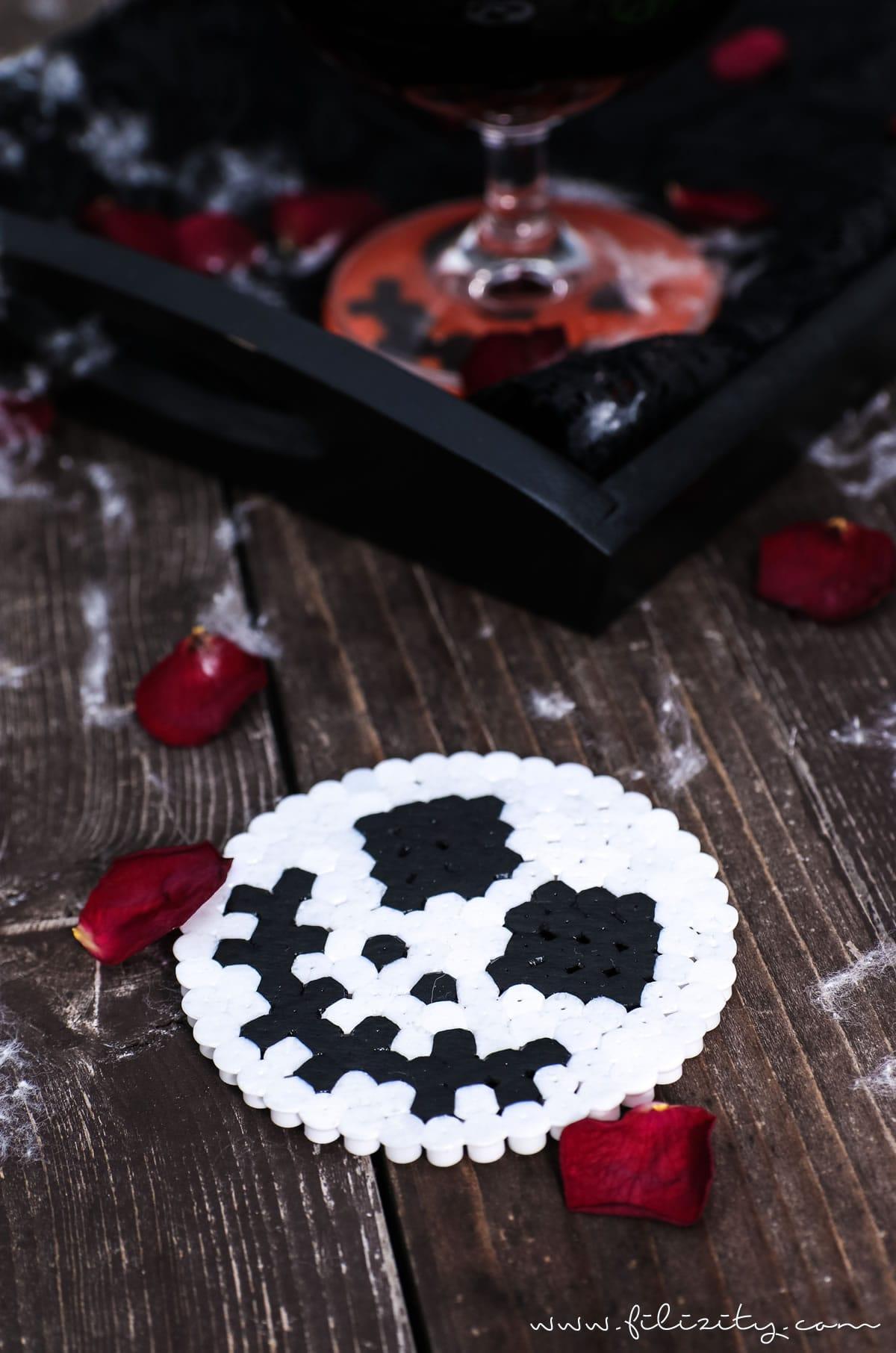 DIY Halloween Deko: Bügelperlen-Glasuntersetzer Jack Skellington, Frankensteins Monster & Kürbis | Filizity.com | DIY-Blog aus dem Rheinland #halloween #booh