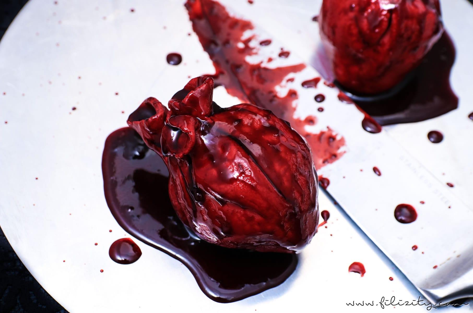 Halloween Nachtisch: Blutende Herzen - Gruseliges Rezept für das Halloween-Menü | Filizity.com | Food-Blog aus dem Rheinland #halloween #herz #dessert