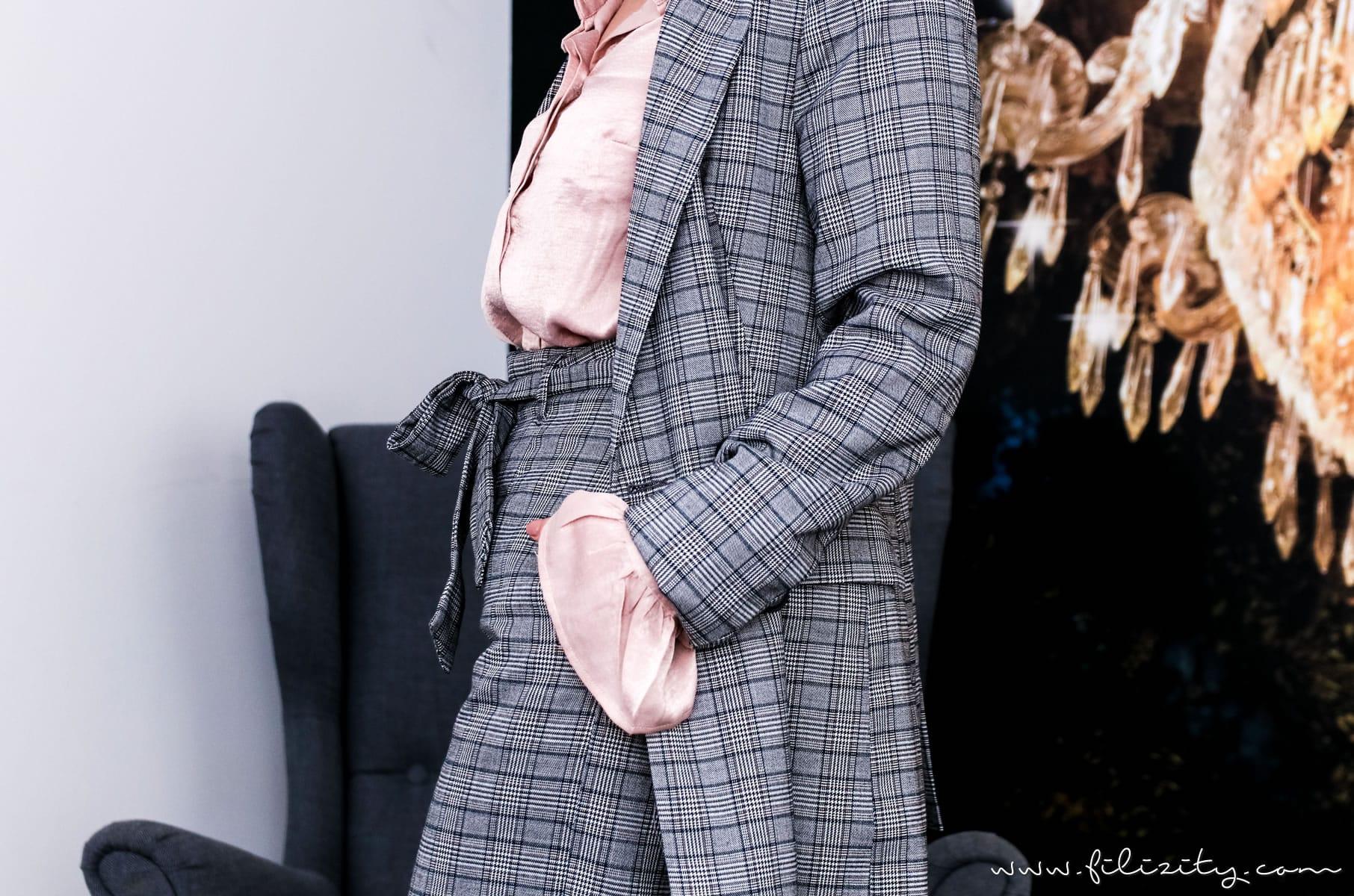 Herbst-Outfit: Glencheck Hosenanzug und Satin-Bluse mit Volant   Filizity.com   Fashion-Blog aus dem Rheinland #trends #hw2017 #glencheck