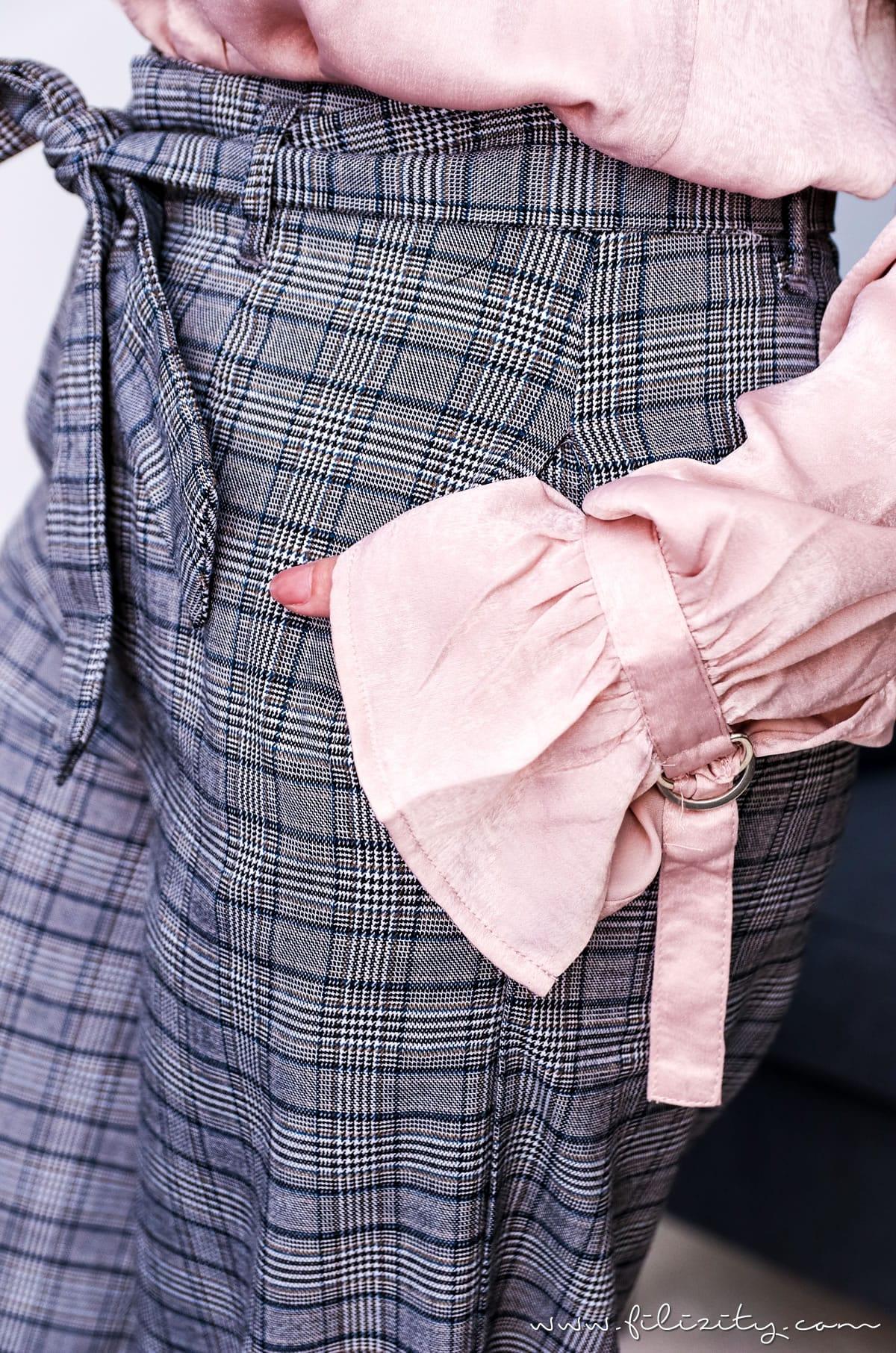 Herbst-Outfit: Glencheck Hosenanzug und Satin-Bluse mit Volant | Filizity.com | Fashion-Blog aus dem Rheinland #trends #hw2017 #glencheck