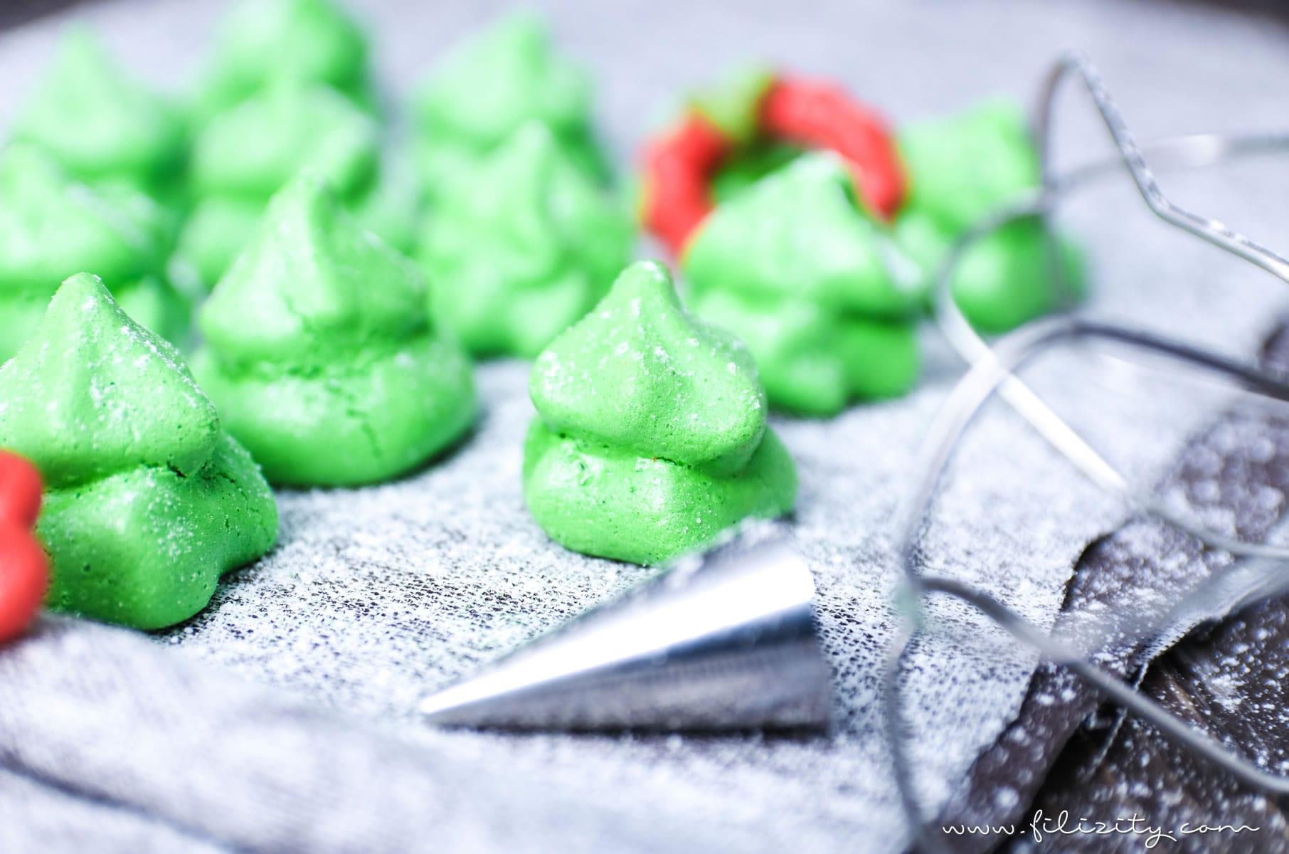 Plätzchen-Rezept: Tannenbäumchen und Weihnachtskränze aus Baiser #plätzchen #weihnachten #advent