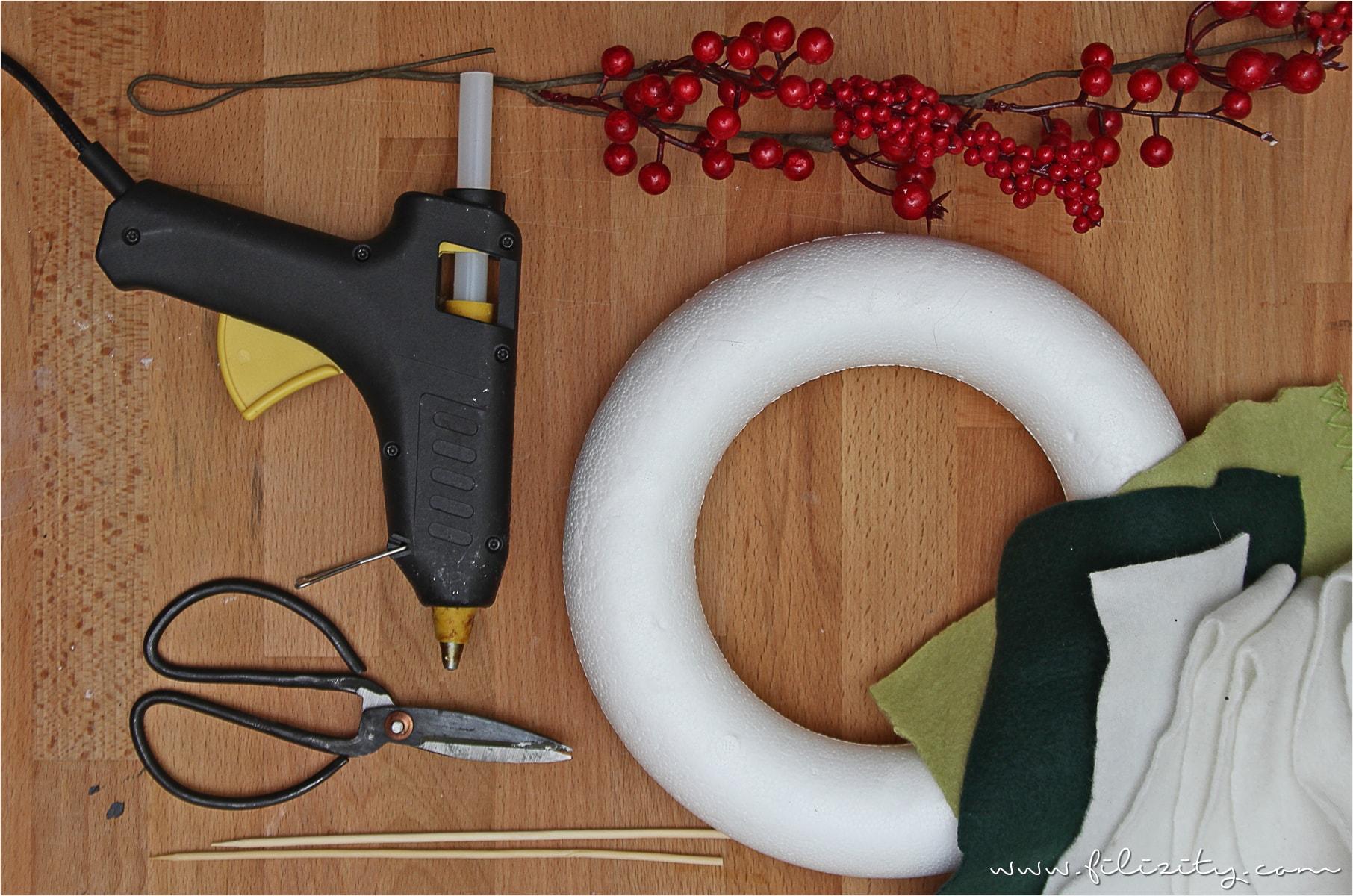 weihnachtlicher t rkranz mit beeren. Black Bedroom Furniture Sets. Home Design Ideas