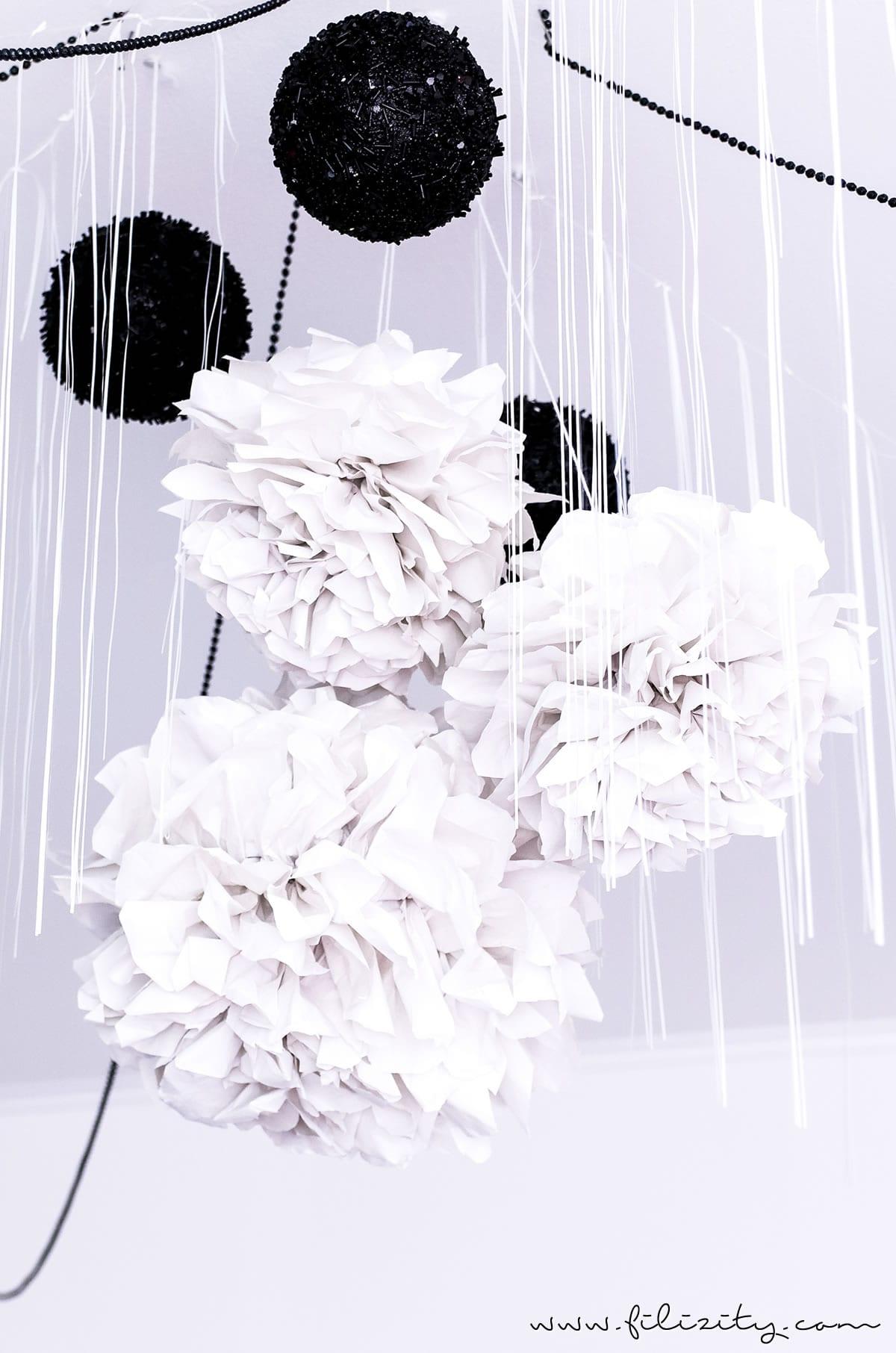 diy party deko papier pompons basteln diy blog aus dem rheinland. Black Bedroom Furniture Sets. Home Design Ideas