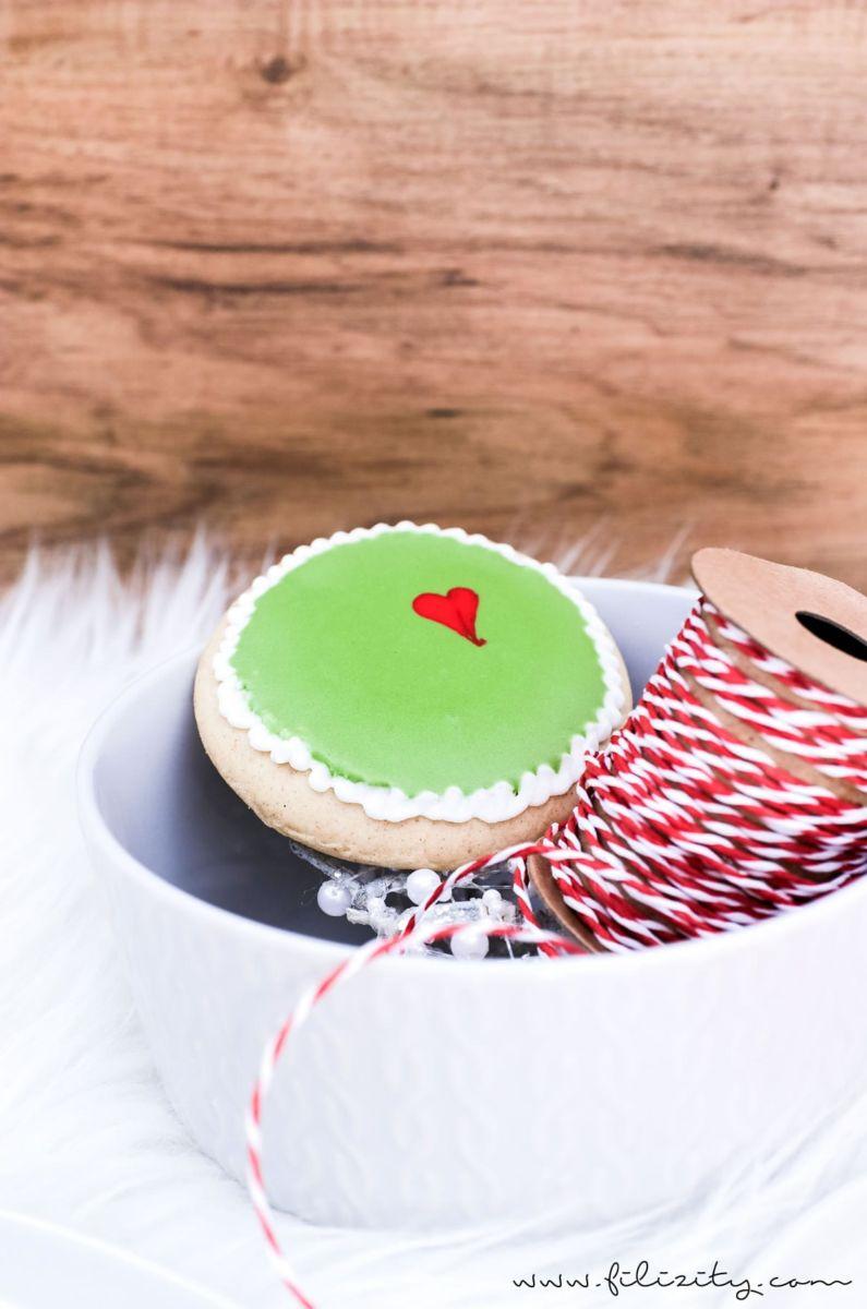 Glasur Weihnachtsplätzchen.Lustige Grinch Kekse Mit Royal Icing Ein Schöner Hingucker Auf Dem