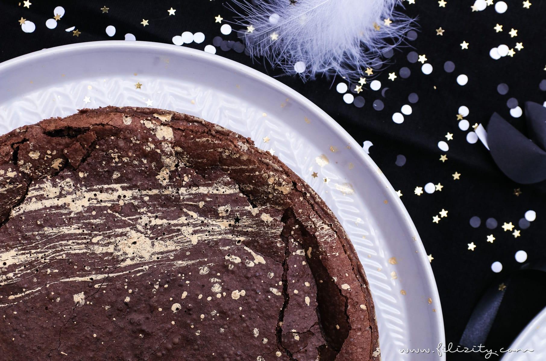 Silvester-Dessert Rezept: Mississippi Mud Pie mit Gold-Dekor backen für Schokoholics | Filizity.com | Food-Blog aus dem Rheinland #nomatterwhatthequestionischocolateistheanswer #silvester #nye #dessert