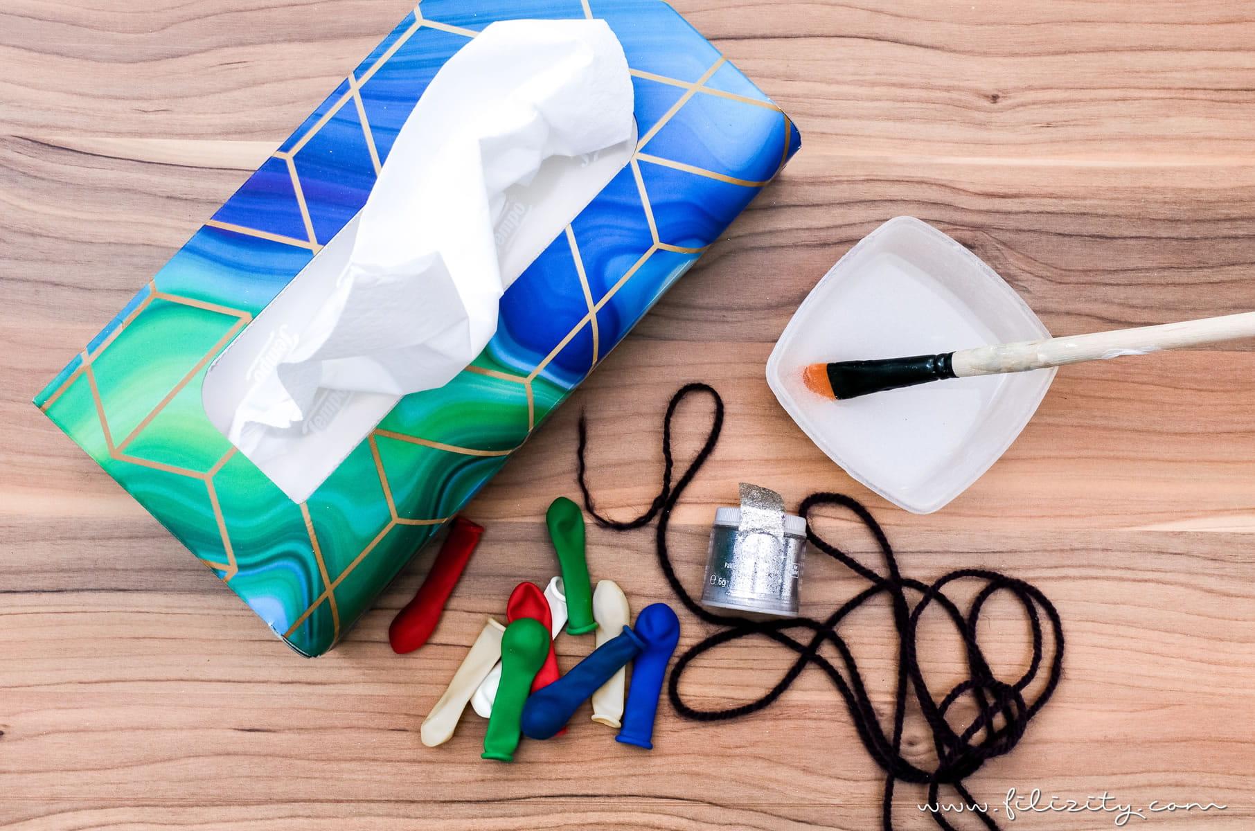 3 weihnachtliche DIY-Ideen mit Taschentüchern | Lichterkette mit Taschentuch-Lampenschirmen | Filizity.com | DIY-Blog aus dem Rheinland #weihnachten #weihnachtsdeko #tempo