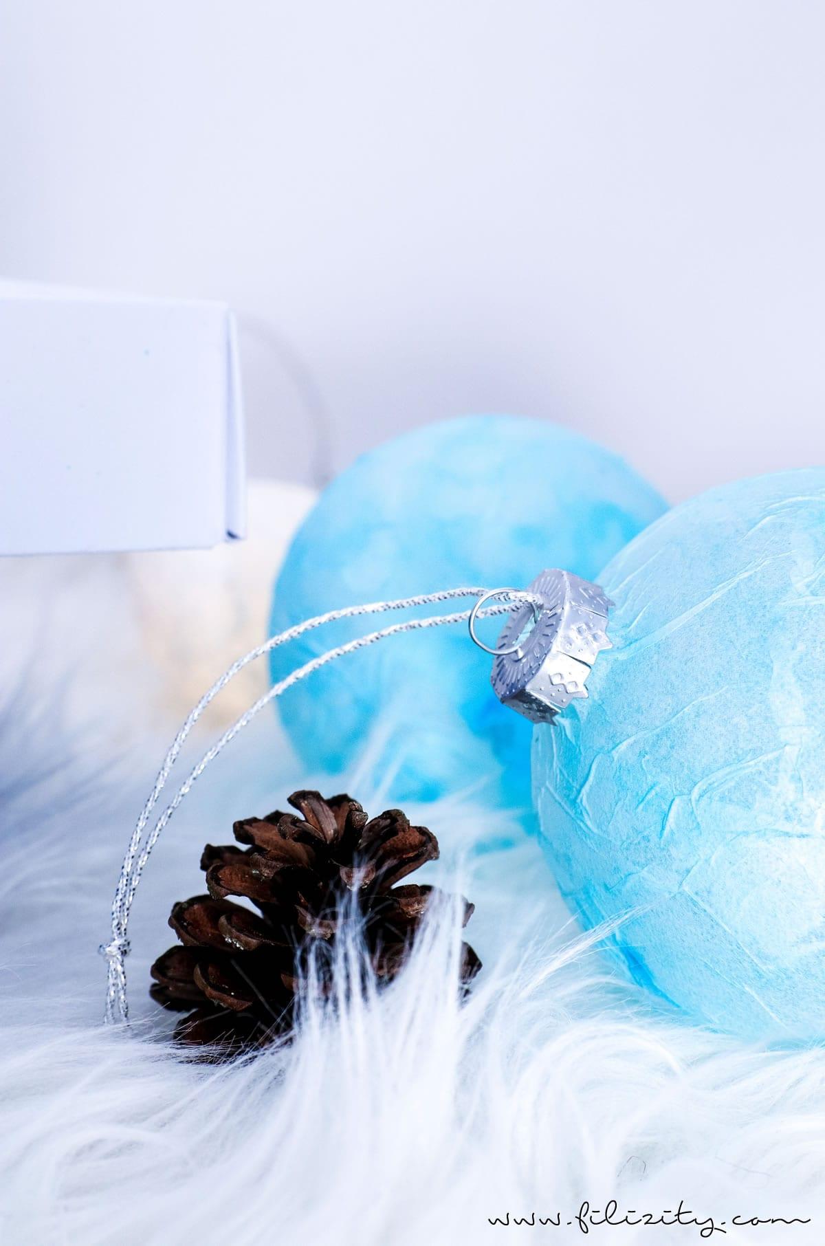 3 weihnachtliche DIY-Ideen mit Taschentüchern | Christbaumkugeln mit Serviettentechnik | Filizity.com | DIY-Blog aus dem Rheinland #weihnachten #weihnachtsdeko #tempo