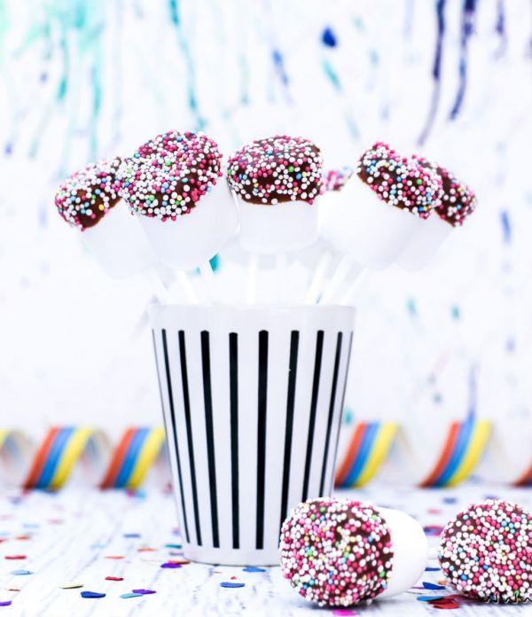 "Schnelles Karnevals-Rezept: Marshmallow Pops ""Konfetti"""