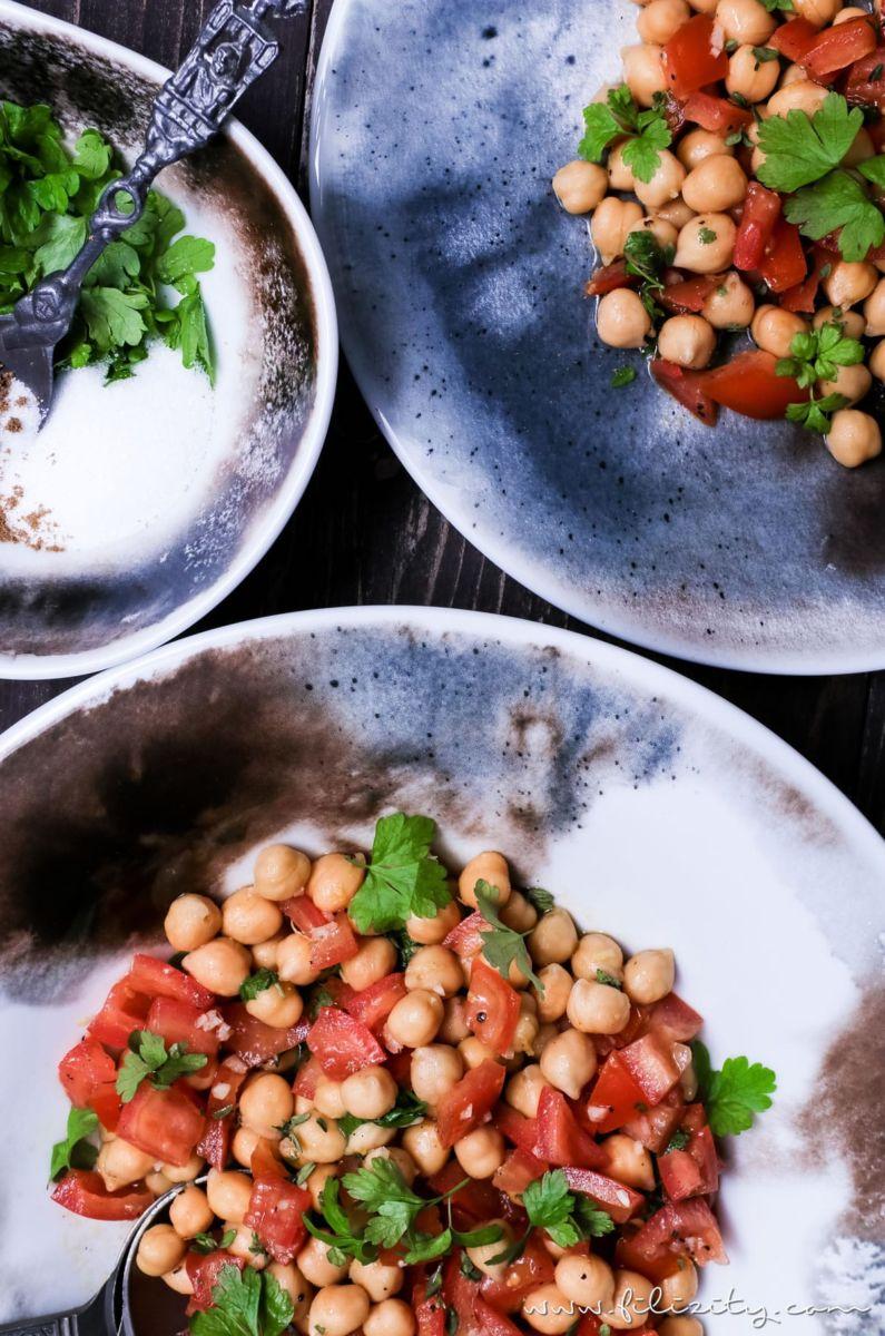 einfacher geht s kaum orientalischer kichererbsen salat mit tomaten als beilage oder s ttigende. Black Bedroom Furniture Sets. Home Design Ideas