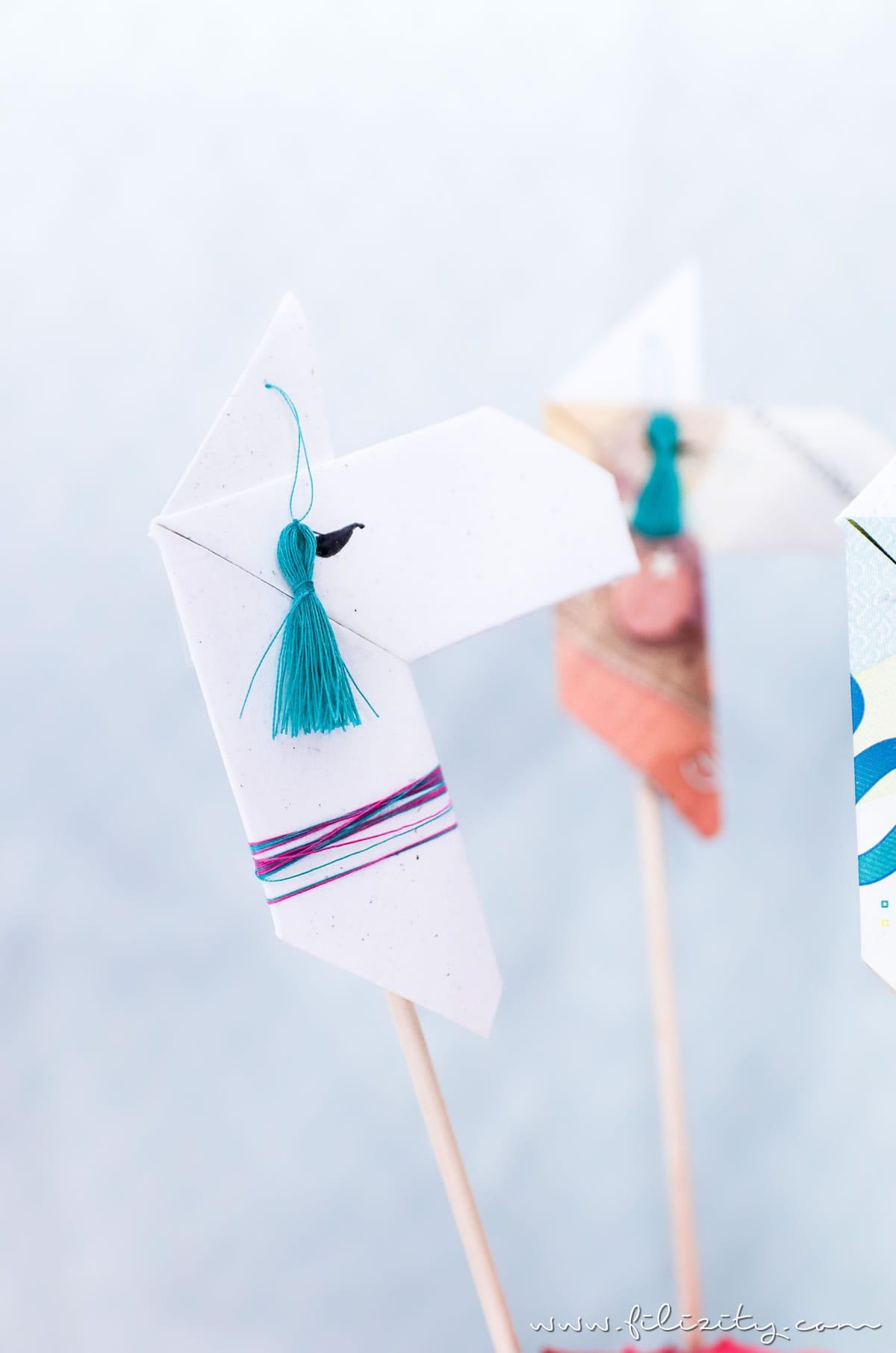 kreative geldgeschenke origami lamas aus geldscheinen falten diy blog aus dem. Black Bedroom Furniture Sets. Home Design Ideas