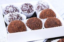 5-Minuten-Pralinen: Rezept für Nutella-Butterkeks-Trüffel mit Kokos   Geschenke aus der Küche   Filizity.com   Food-Blog aus dem Rheinland #nutella #schokolade #pralinen