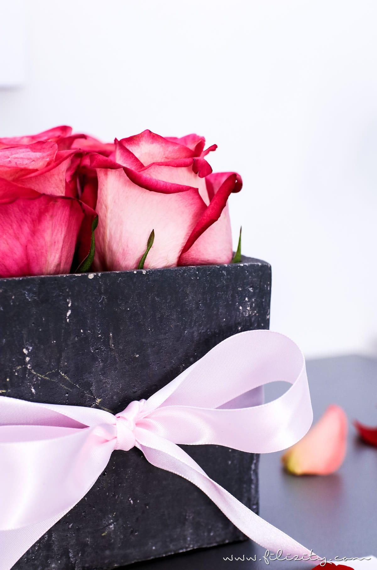 3x Flowerbox selber machen - DIY Geschenkidee für Valentinstag, Muttertag, Geburtstag usw.   DIY Deko mit Blumen   Filizity.com   DIY-Blog aus dem Rheinland #valentinstag #muttertag #geschenkidee #geburtstag #flowerbox