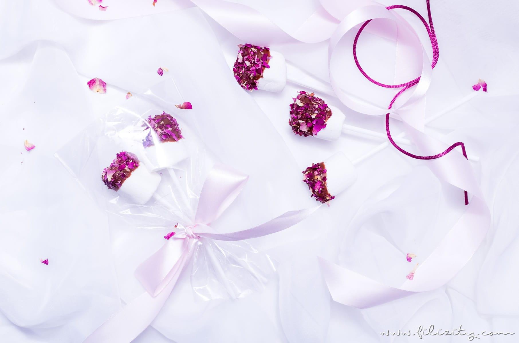 Schnelles Rezept für Marshmallow Pops mit Rosen | Last Minute DIY Geschenkidee für Valentinstag | Filizity.com | Food-Blog aus dem Rheinland #valentinstag #geschenkidee