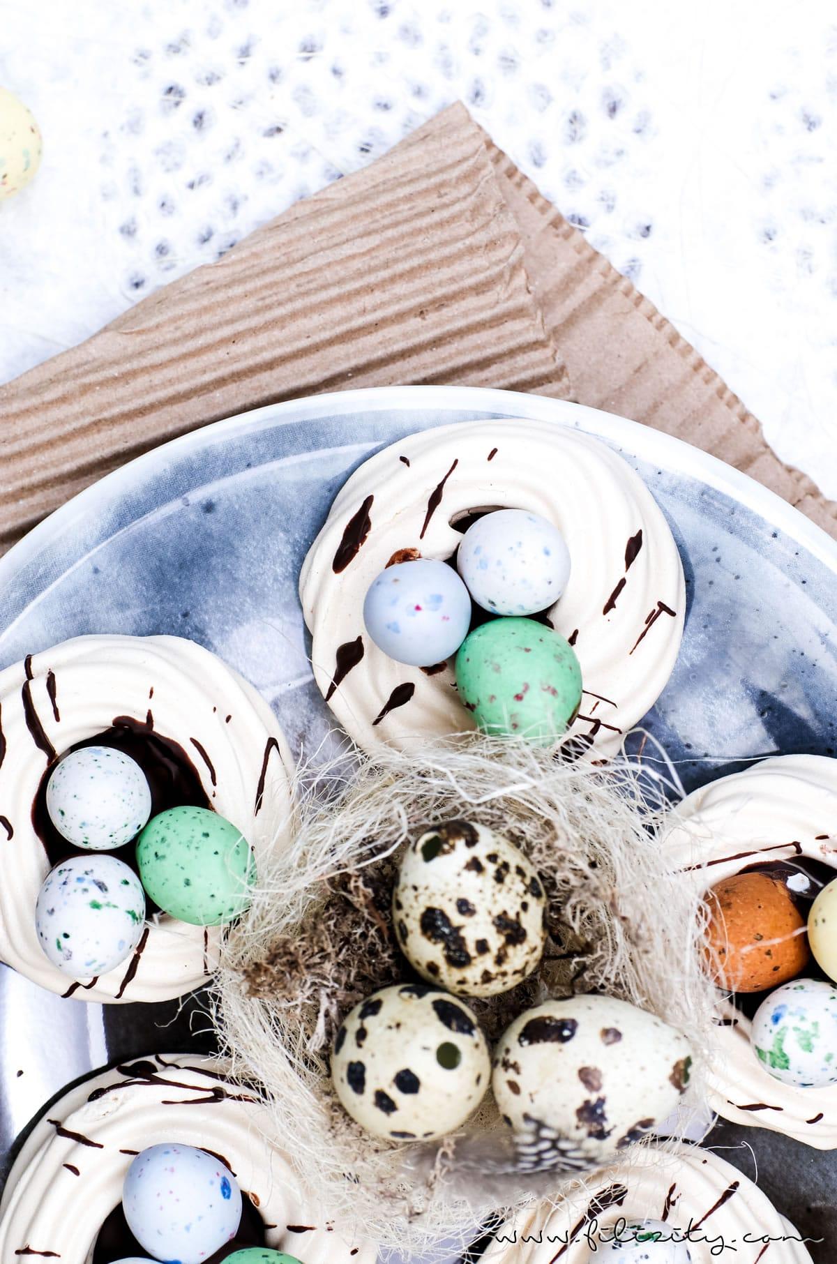 Rezept für Osternester aus Baiser (Meringue) backen | Rezept für himmlische Oster-Leckereien mit Schokolade | Filizity.com | Food-Blog aus dem Rheinland #ostern #osterrezept #baiser #meringue