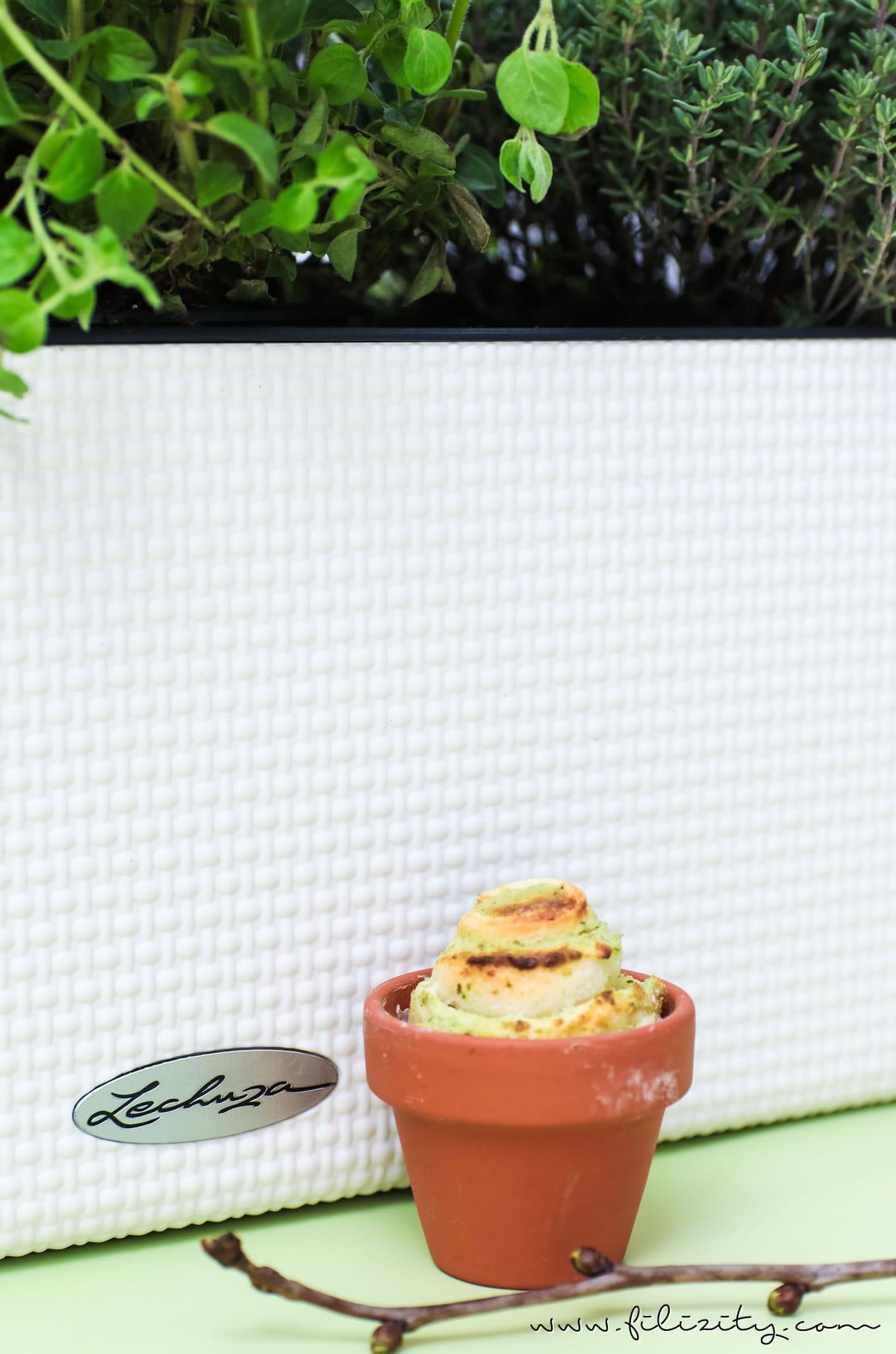 Kräuter-Pizzabrötchen im Tontöpfchen backen | Snack / Fingerfood für Frühling, Oster-Brunch oder Grillfest im Sommer | Filizity.com | Food-Blog aus dem Rheinland #pizza #lechuza #lechuzaworld