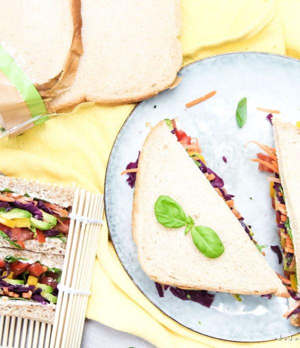 Regenbogen-Sandwich  – Vegetarischer Picknick Snack