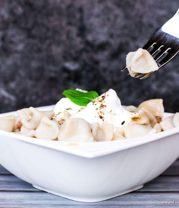 Manti – Türkische Tortellini mit Joghurtsoße und Paprikabutter
