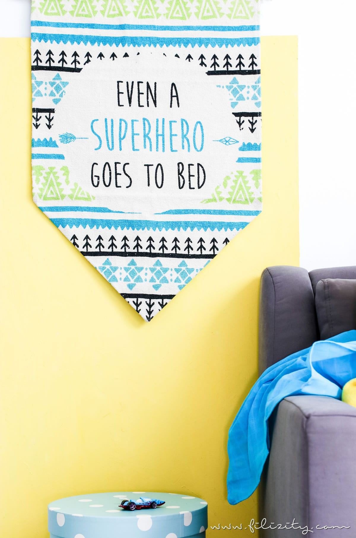 sch ne kinderzimmer deko selber machen so einfach wird aus einem kleinen teppich ein s er. Black Bedroom Furniture Sets. Home Design Ideas