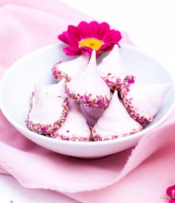 Himbeer-Baiser mit Rosen  – Liebesbotschaft aus der Küche