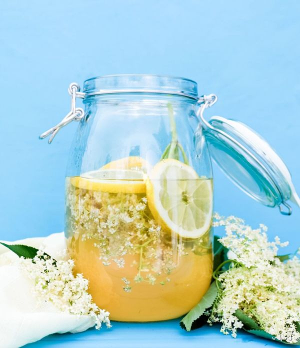 Holunderblüten-Sirup (Hollersirup) selber machen  – So geht's