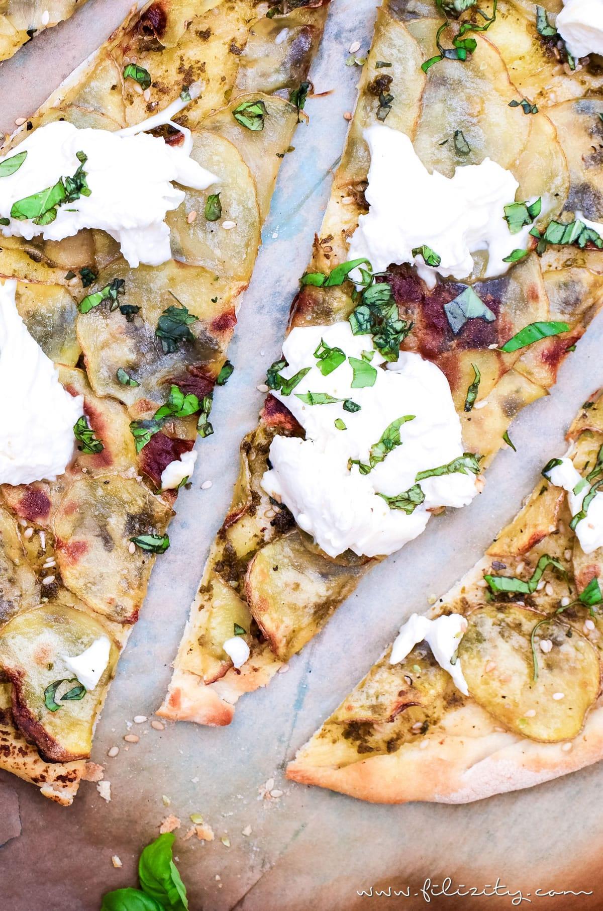 Kartoffel-Pizza mit Pesto - Mein bestes Rezept (auch vegan) | Filizity.com | Food-Blog aus dem Rheinland #pizza #veggie
