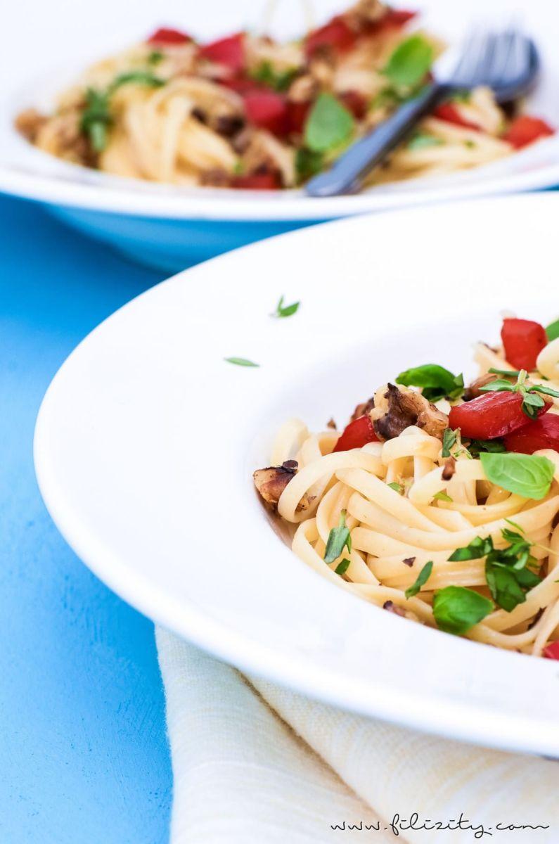 Linguine mit Paprika und Walnüssen - Einfaches und leckeres Pasta-Rezept ohne Soße | Nudeln kochen kann jeder! | Filizity.com | Food-Blog aus dem Rheinland #pasta #sommer