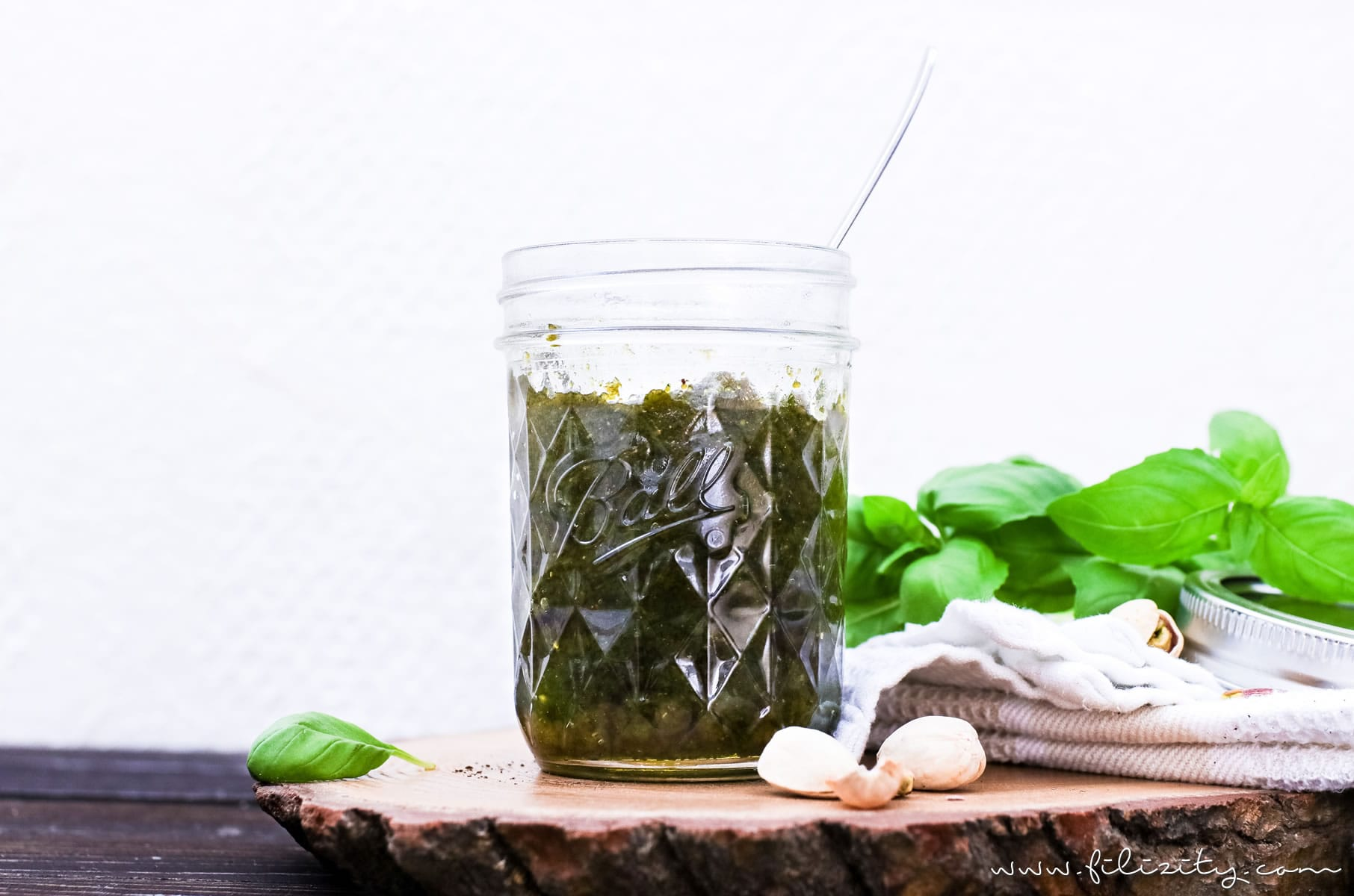Himmlisches Pesto Rezept: Pistazien-Basilikum-Pesto selber machen