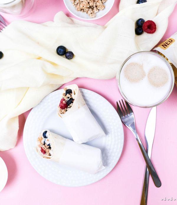 Frühstücks-Wraps mit Kaffee-Quark und Beeren – Genussmomente mit SENSEO® + GEWINNSPIEL