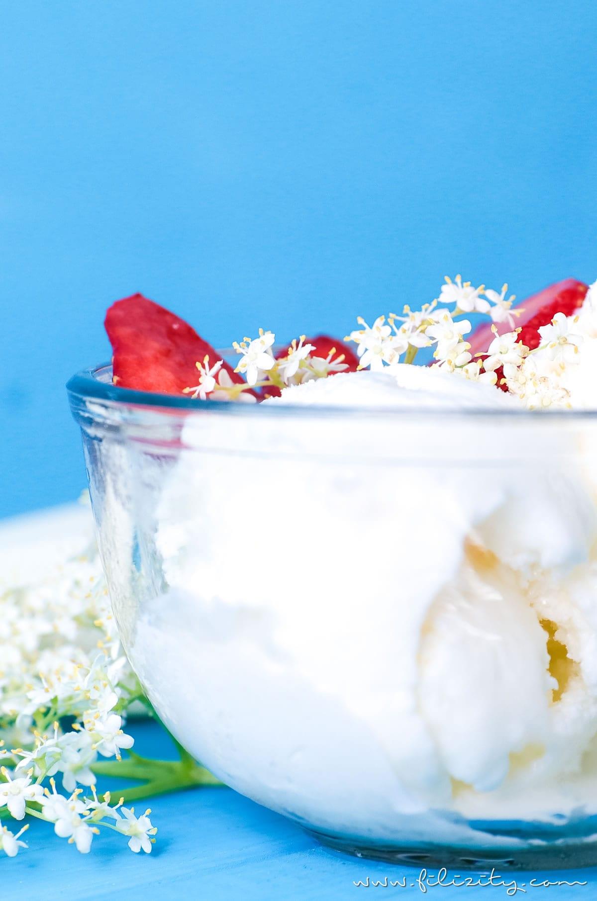 Holunderblüten Frozen Yogurt selber machen | Holler Frozen Yoghurt Rezept mit und ohne Eismaschine | Filizity.com | Food-Blog aus dem Rheinland #ice #frozenyoghurt #sommer