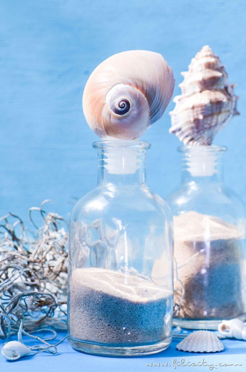 DIY Sommerdeko: Glas-Flaschen mit Muscheln aufpeppen | Urlaubs-Mitbringsel hübsch dekorieren | Filizity.com | DIY-Blog aus dem Rheinland #sommer #strand #urlaub