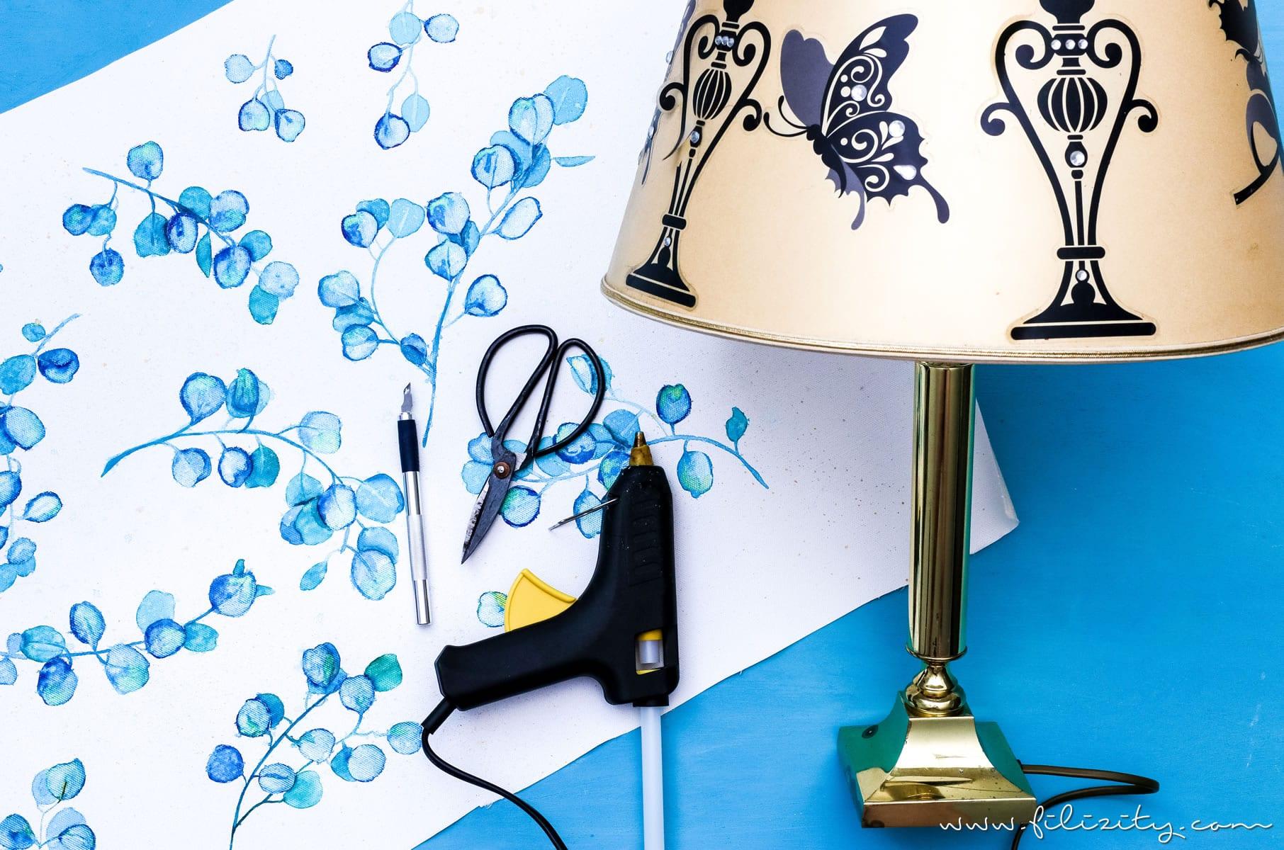 DIY Lampenschirm basteln aus Leinwand mit Aquarell-Muster | Upcycling Deko: Lampenschirm wechseln | Filizity.com | DIY-Blog aus dem Rheinland #upcycling #aquarell