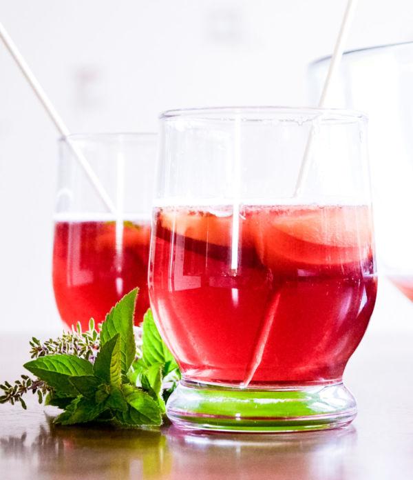 Rezept: Prickelnde Aprikosen-Bowle  – Erfrischender Sommerdrink