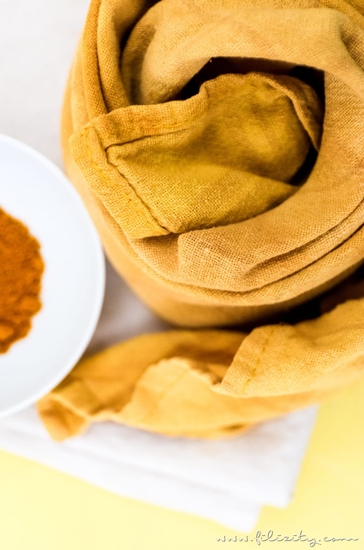 stoffe natürlich färben - diy textilfarbe mit kurkuma