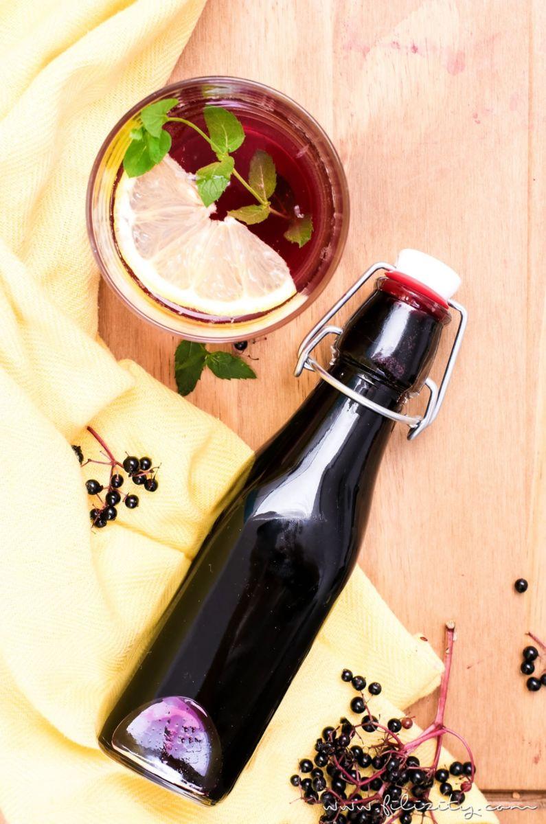 Holunderbeeren-Sirup / Fliederbeerensirup einkochen für Getränke & mehr - Mit diesem Rezept geht es ganz einfach!   Perfekt als Geschenk oder als Vorrat für den Winter!   Filizity.com   Food-Blog aus dem Rheinland #holunder #einkochen