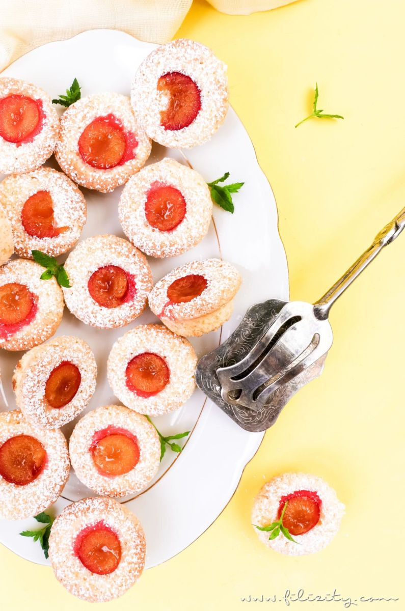 Einfaches Rezept für Kirschpflaumen-Muffins mit Kokos   Auch mit Mirabellen oder als Blechkuchen backen   Filizity.com   Food-Blog aus dem Rheinland #kirschpflaumen #sommer #mirabellen