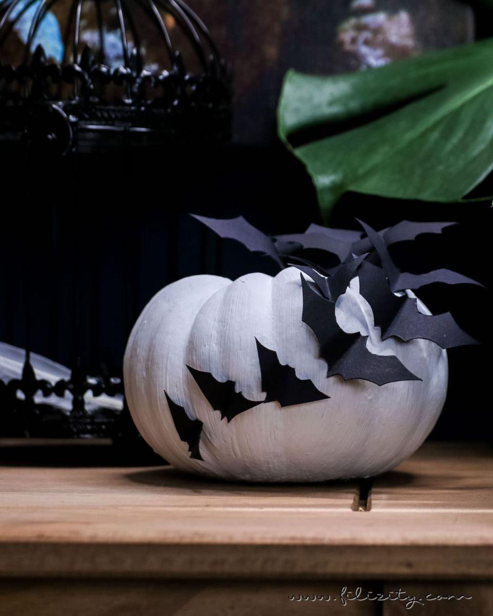 DIY Halloween-Deko selber machen: Kürbisse mit Fledermäusen
