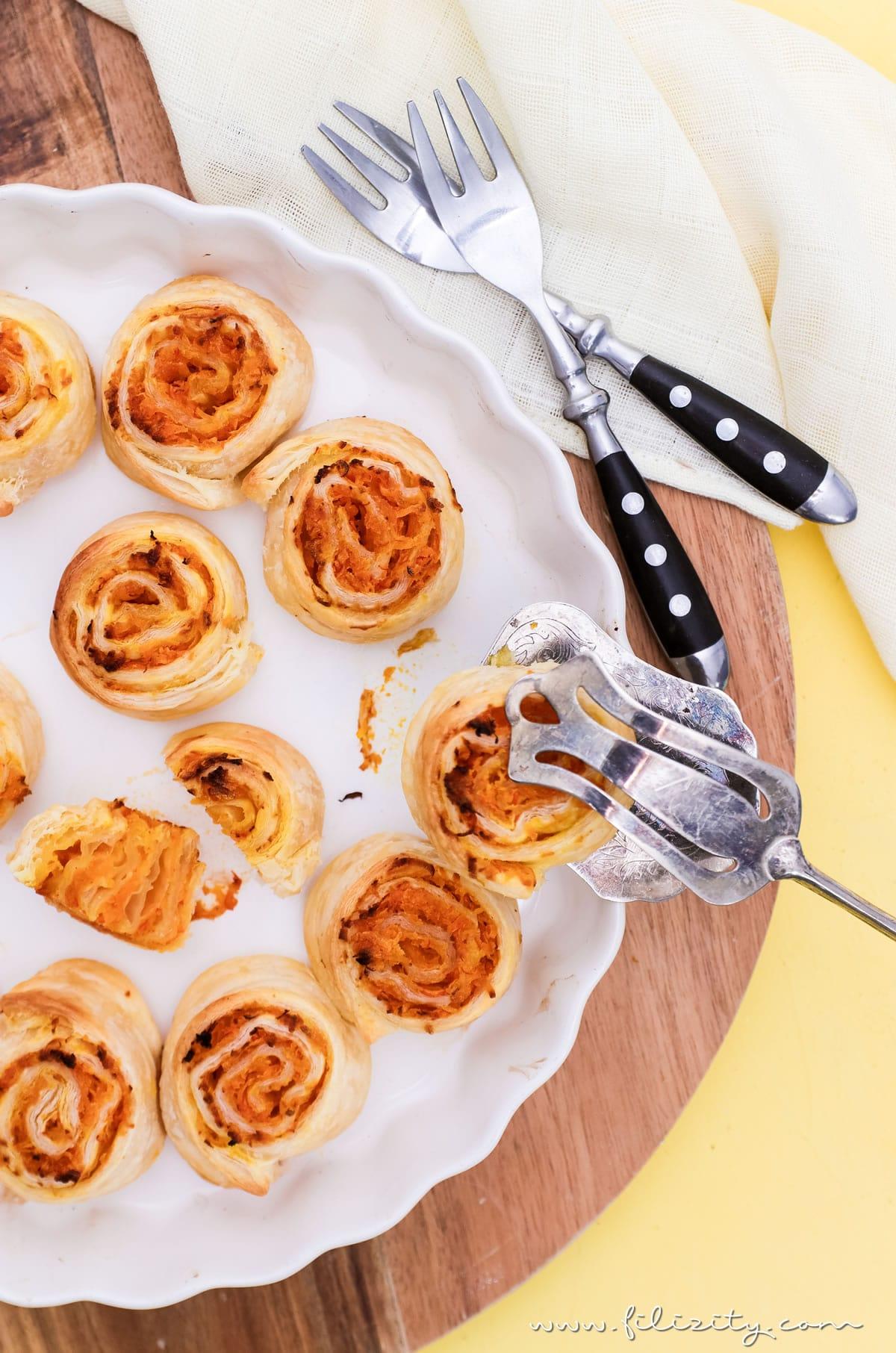 Rezept für Schnelle Kürbis-Zimtschnecken aus Blätterteig | Der Herbst auf der Zunge! | Filizity.com | Food-Blog aus dem Rheinland #kürbis #rezept #herbst #zimtschnecken