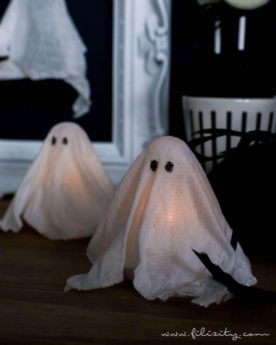 DIY Halloweendeko selber machen: Geister-Lampen und Geister-Anhänger