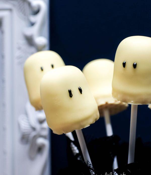 Schnelles Halloween-Rezept: Geister-Lollies & Schattenmonster