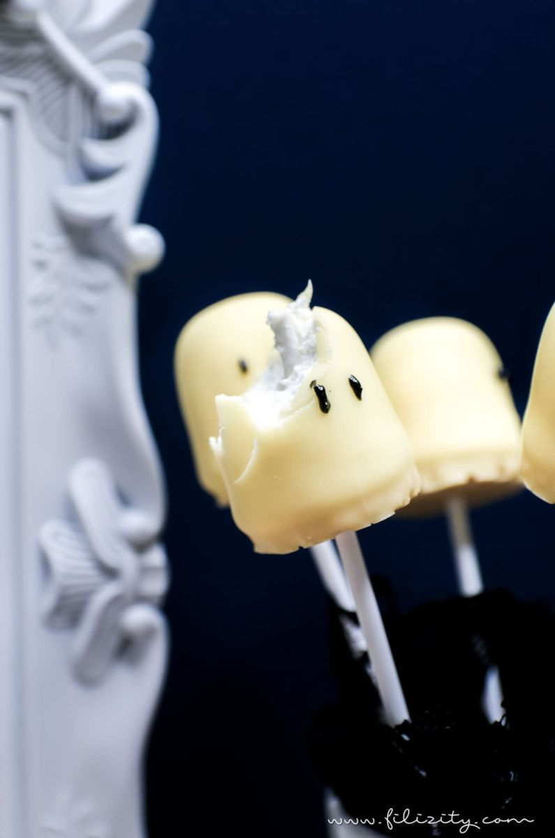 Schnelles & einfaches Halloween-Rezept: Geister-Lollies und Schattenmonster aus Schaumküssen selber machen | Filizity.com | Food-Blog aus dem Rheinland #halloween #rezept #geister #booh