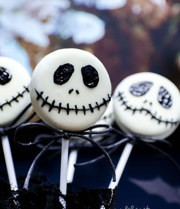 Schnelles Halloween-Rezept: Jack Skellington Keks Lollies