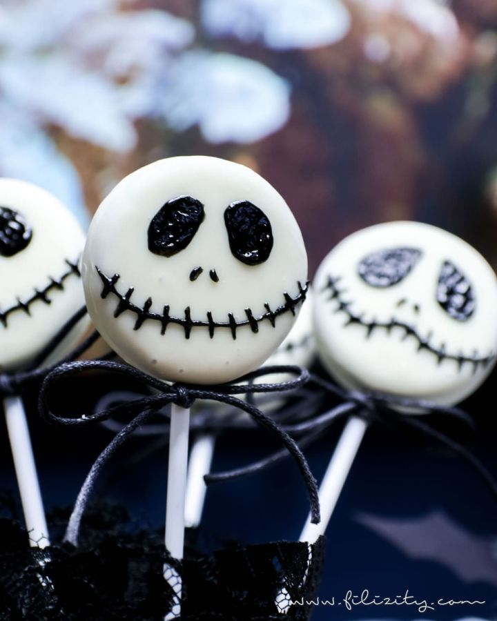Schnelles Halloween-Rezept: Jack Skellington Keks Lollies
