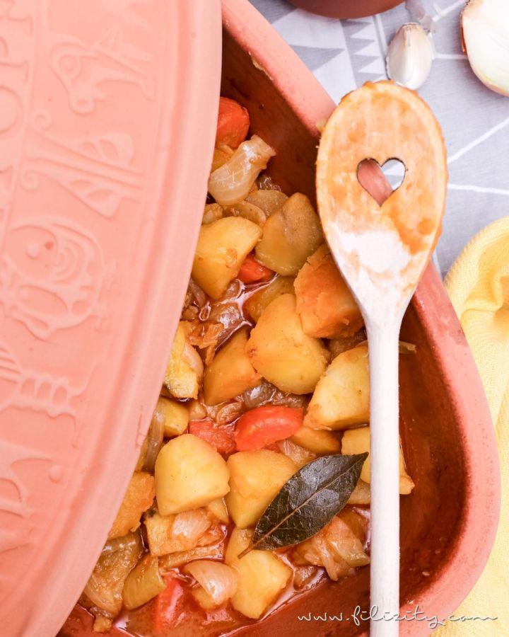Kartoffelgulasch aus dem Römertopf (vegan)