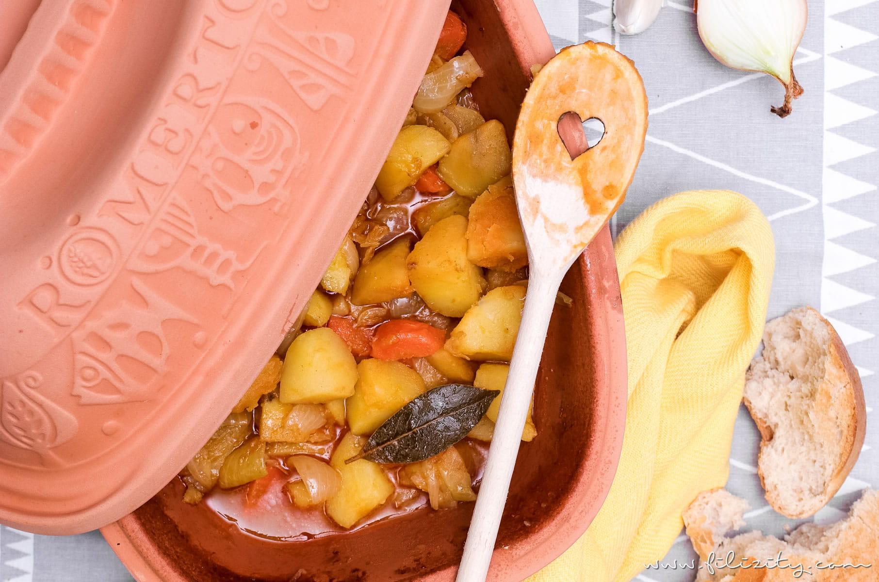 Rezept für unglaublich leckeren (veganen) Kartoffelgulasch aus dem Römertopf | Filizity.com | Food-Blog aus dem Rheinland #römertopf #vegan #gulasch