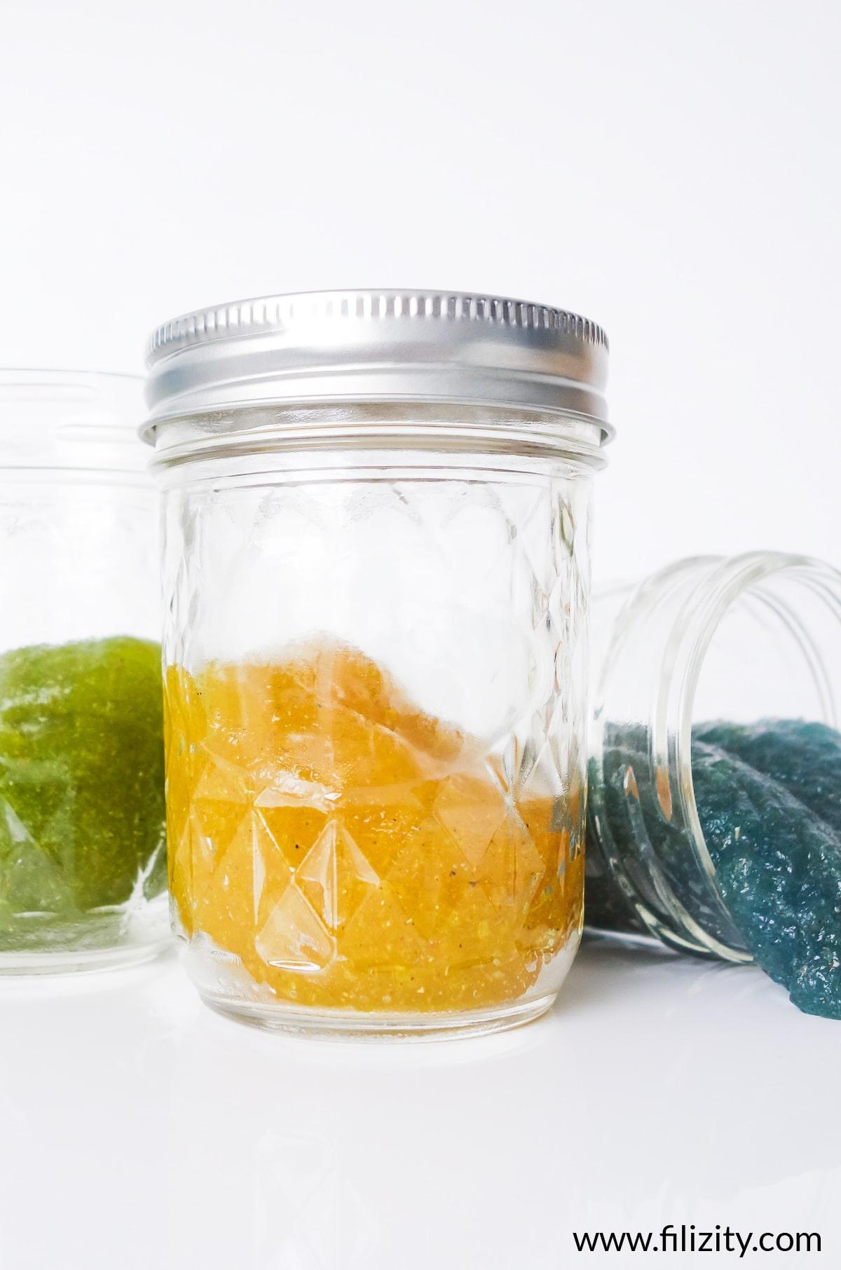 Schleim herstellen - Ungiftiges Schleim-Rezept ohne Kleber | Schleim aufbewahren & Haltbarkeit | Filizity. Kreativmagazin & DIY-Blog #schleim #slime #flohsamenschalen
