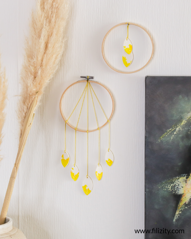 DIY Wanddeko: Blätter-Mobile aus Kaltporzellan selber machen | Filizity. Kreativmagazin & DIY-Blog #kaltporzellan #wanddeko #minimalistisch